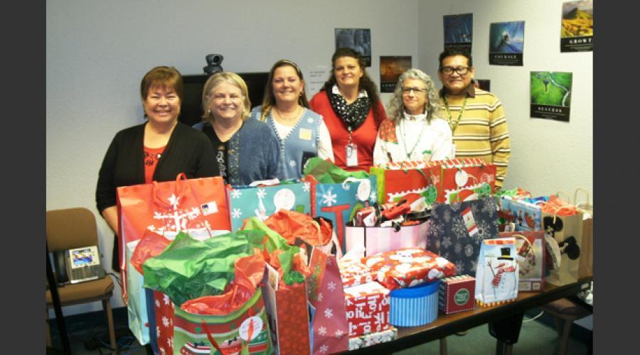 des colleagues give big during holiday season arizona